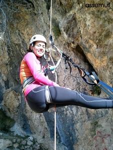 Maria ascendiendo por la cuerda