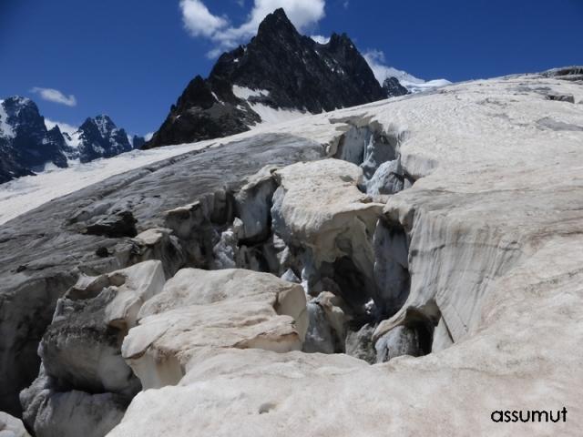 Grandes grietas en el Glaciar Blanc