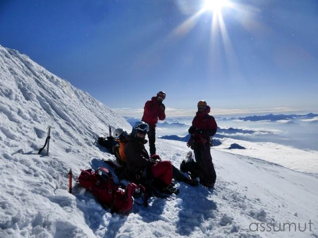 Protegidos del viento en la cumbre